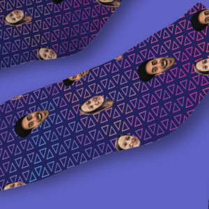 גרביים דגם משולשים בחלל